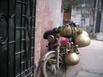 The milkman´s delivery vessels, Lahore